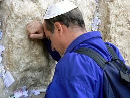 evreu-rugandu-se-la-zidul-plangerii